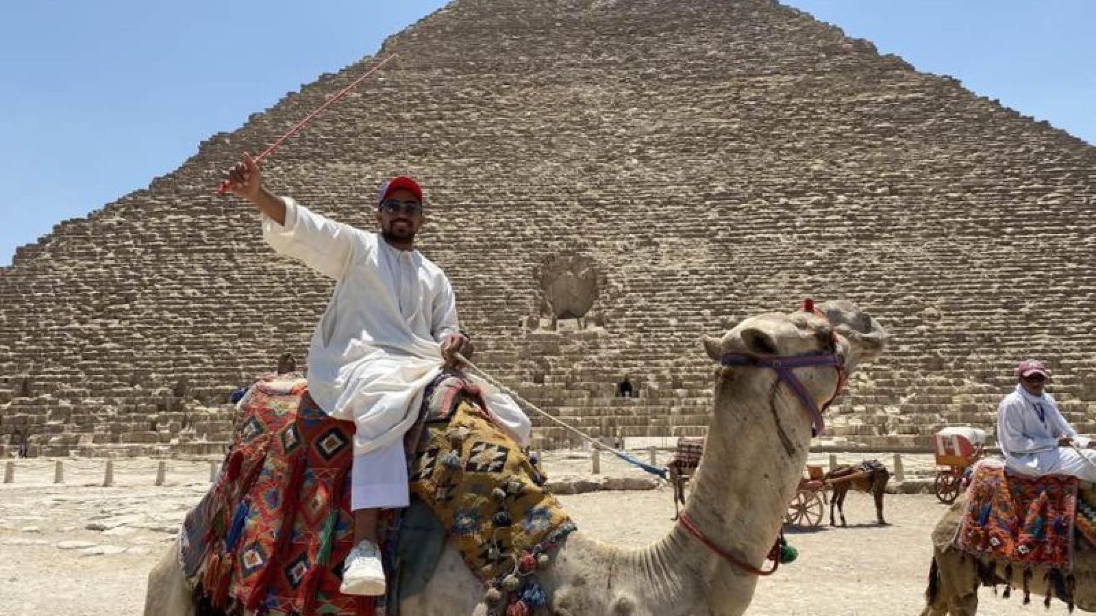 Du khách tới thăm Kim Tự Tháp Giza thưa thớt