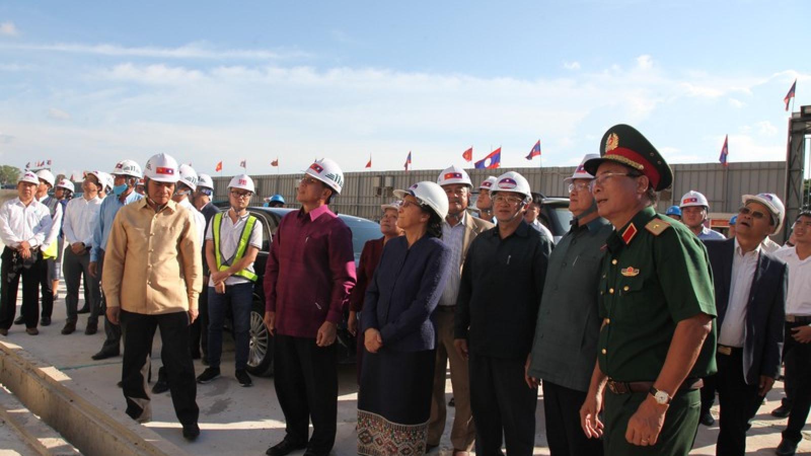 Thủ tướng Lào thăm Nhà Quốc hội - công trình do Việt Nam trao tặng
