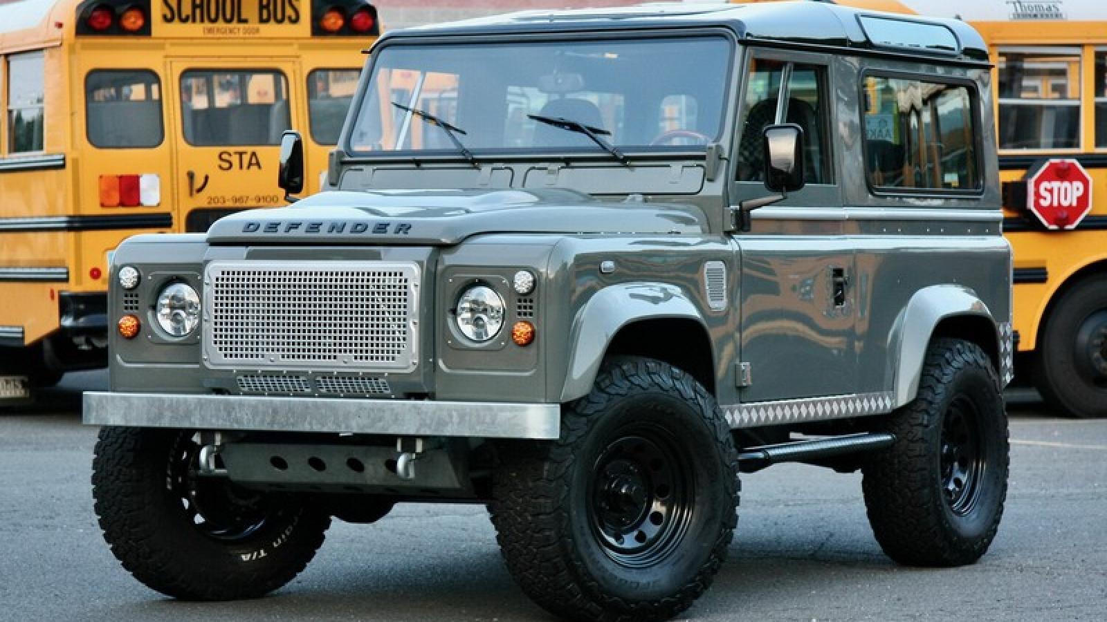 Ngắm Land Rover Defender qua bàn tay của Legacy Overland