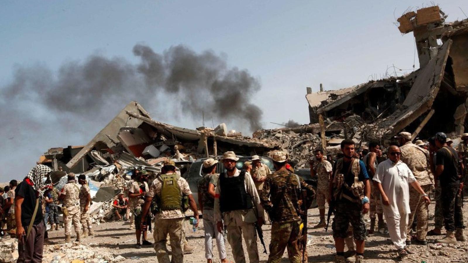"""Nước ngoài """"rục rịch"""" can thiệp quân sự, người dân Libya nói gì?"""