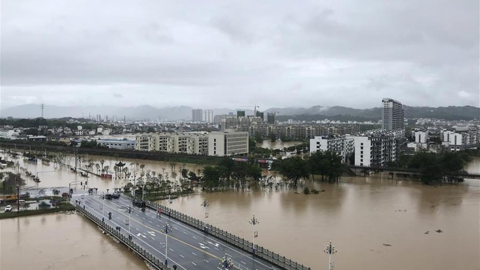 Cảnh báo mưa lũ nghiêm trọng trên nhiều sông lớn ở Trung Quốc
