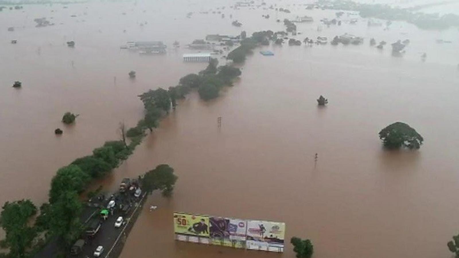 Lũ lụt Ấn Độ, Nepal: Gần 200 người chết, hàng triệu người bị ảnh hưởng
