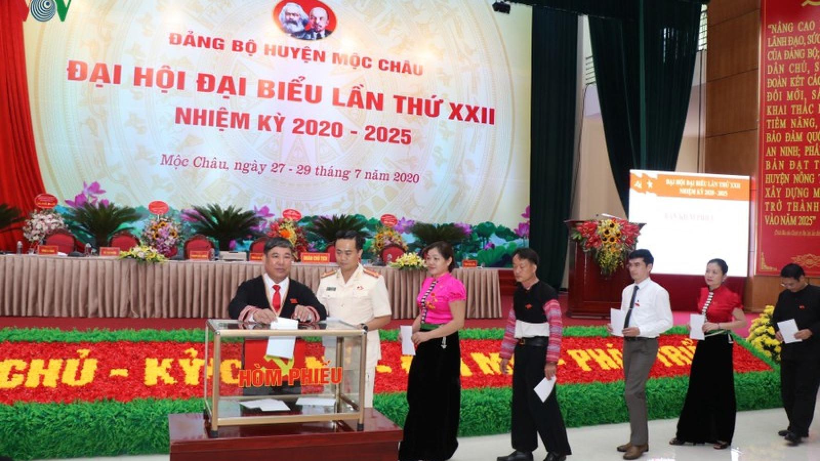 Ông Trần Dân Khôi tiếp tục tái cử Bí thư Huyện ủy Mộc Châu