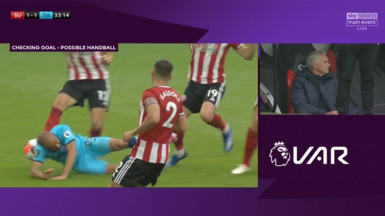 """Tottenham thua đau vì VAR, Mourinho mỉa mai """"Trọng tài bị đem đi giấu rồi"""""""