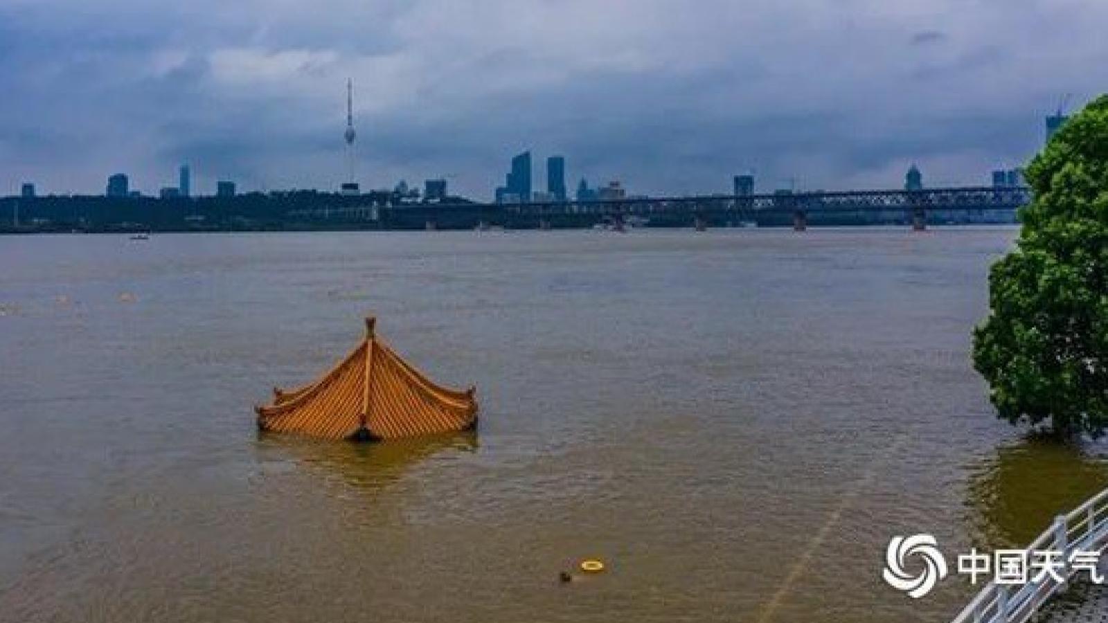 Lưu vực sông Trường Giang (Trung Quốc) tiếp tục mưa lớn đến 19/7