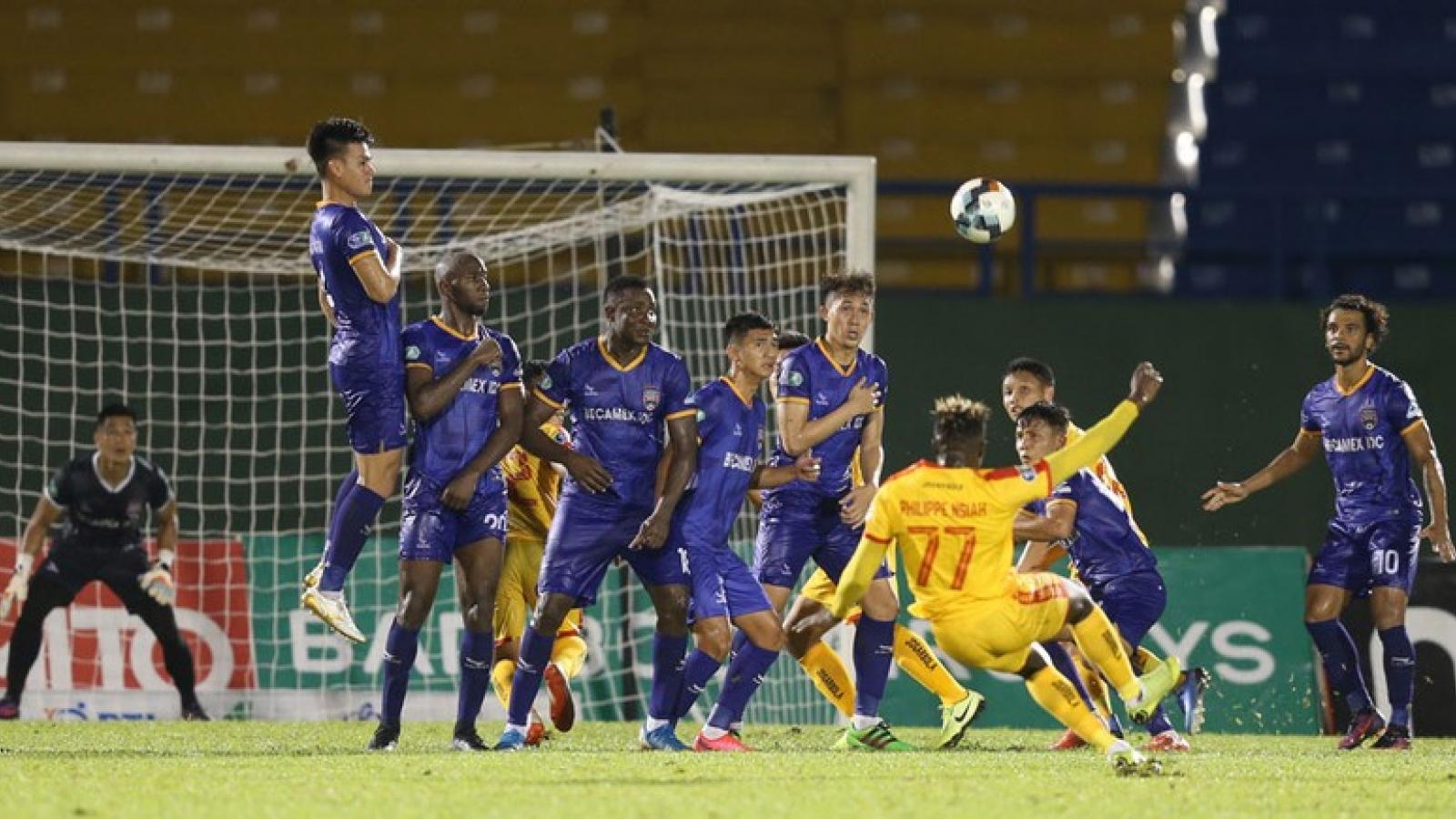 """Ngoại binh đặt mục tiêu ghi 10 bàn bị """"bật bãi"""" khỏi V-League"""
