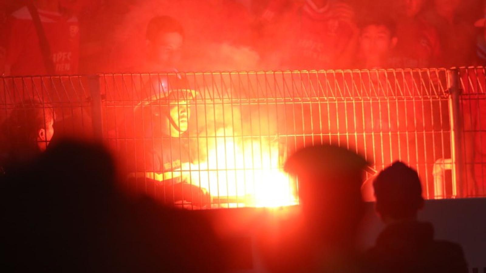 Hà Nội FC không bị treo sân sau sự cố pháo sáng ở trận gặp Hải Phòng