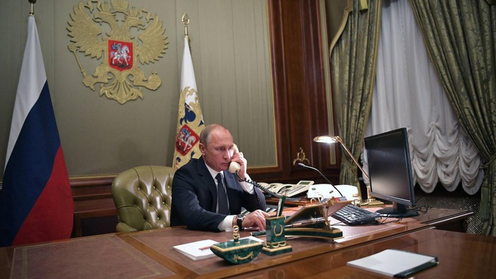 Tổng thống Nga và Ukraine điện đàm về thỏa thuận ngừng bắn
