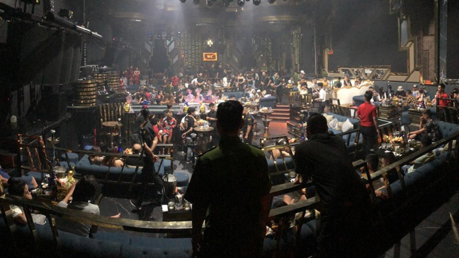 Hơn 40 người phê ma tuý nhảy múa điên cuồng trong quán bar