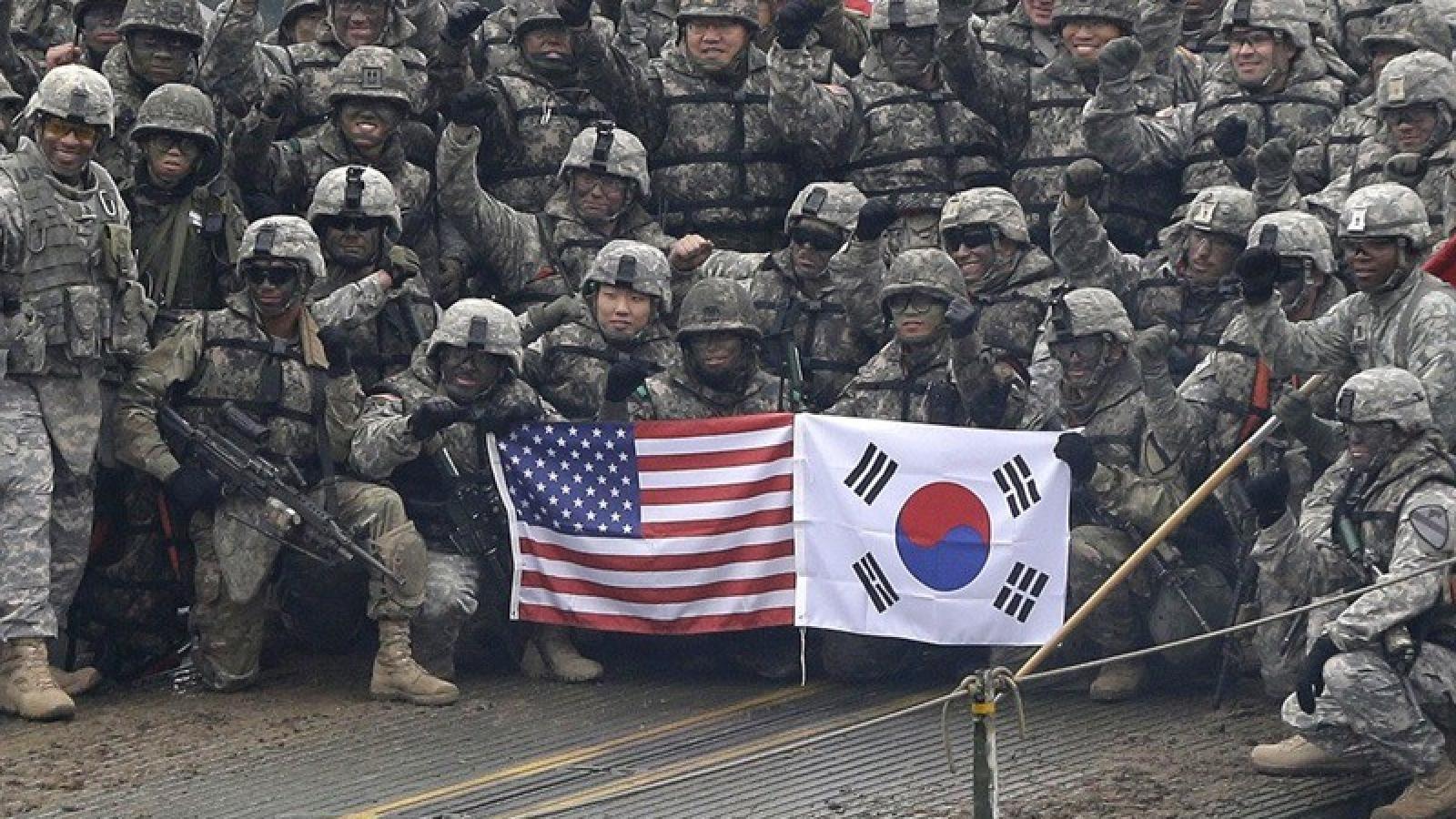 Quân Mỹ dỡ bỏ hạn chế đi lại ở Hàn, siết chặt ở Nhật do Covid-19
