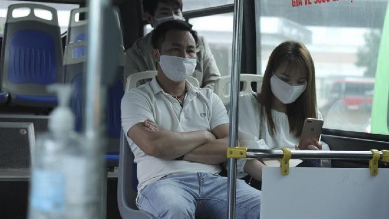 Tài xế, hành khách phải đeo khẩu trang tại nhà ga và trên xe