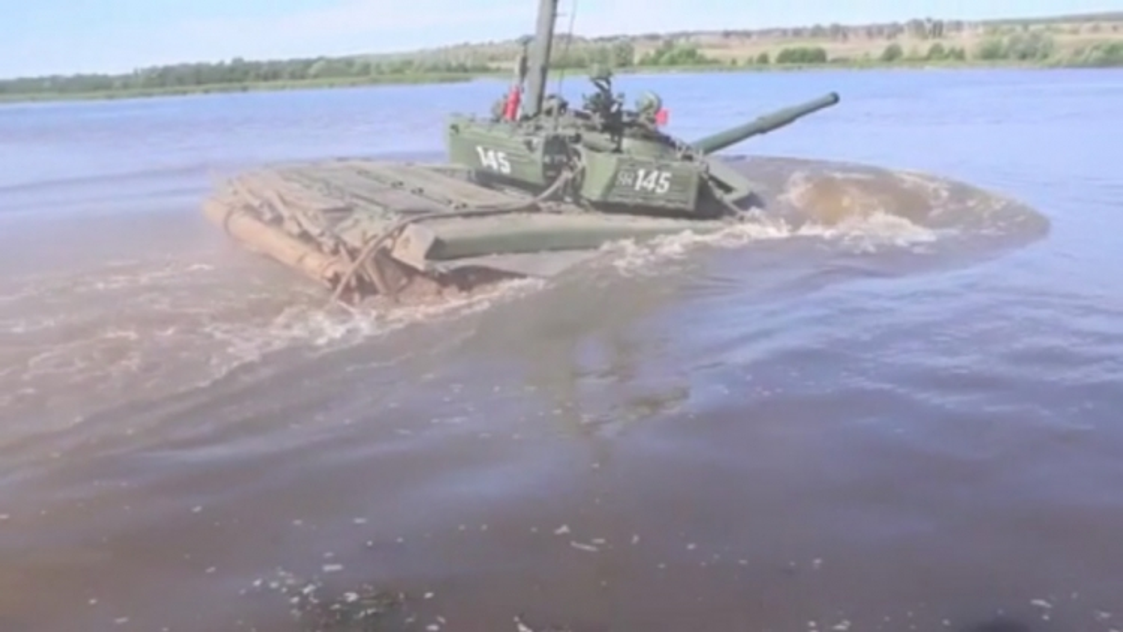 Video: Xe tăng T-72 Nga lặn xuống lòng sông sâu 5 mét như tàu ngầm