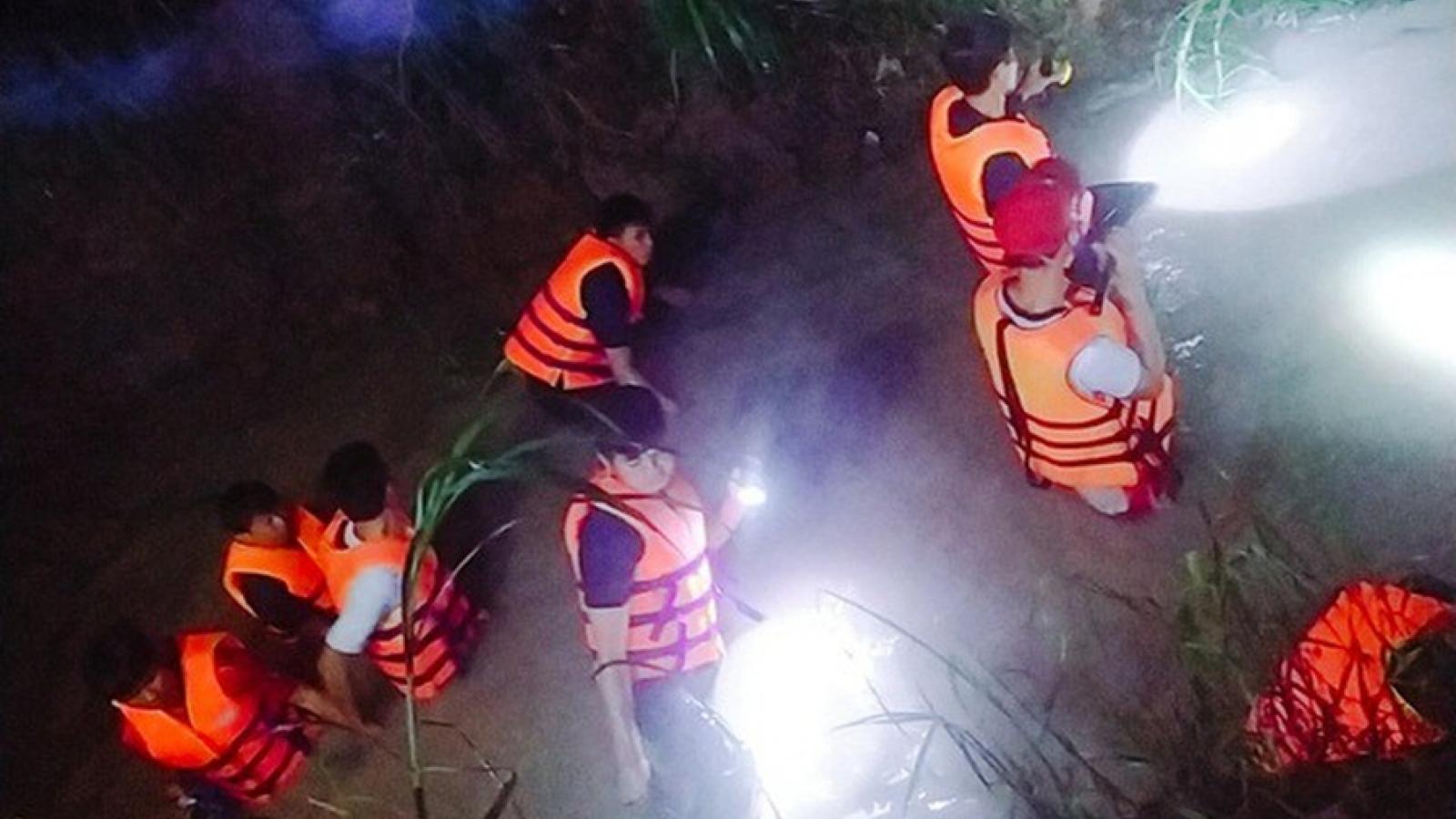 Tắm mưa dưới rạch nước, cháu bé 6 tuổi ở Tây Ninh bị cuốn trôi