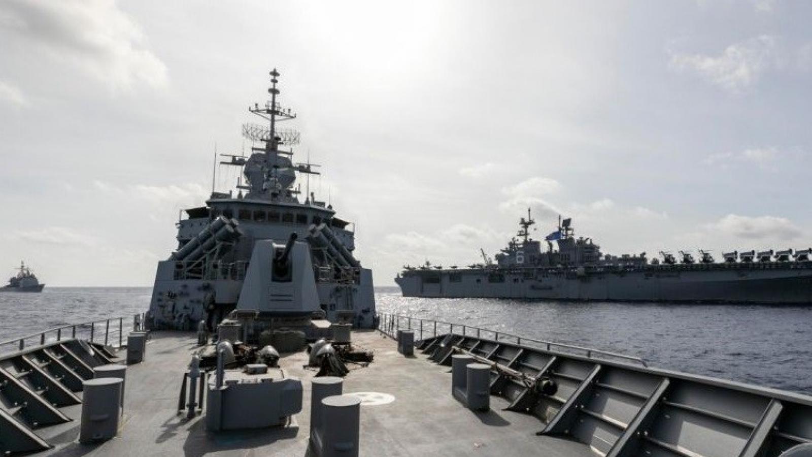 Tàu chiến Australia đối đầu với Hải quân Trung Quốc trên Biển Đông