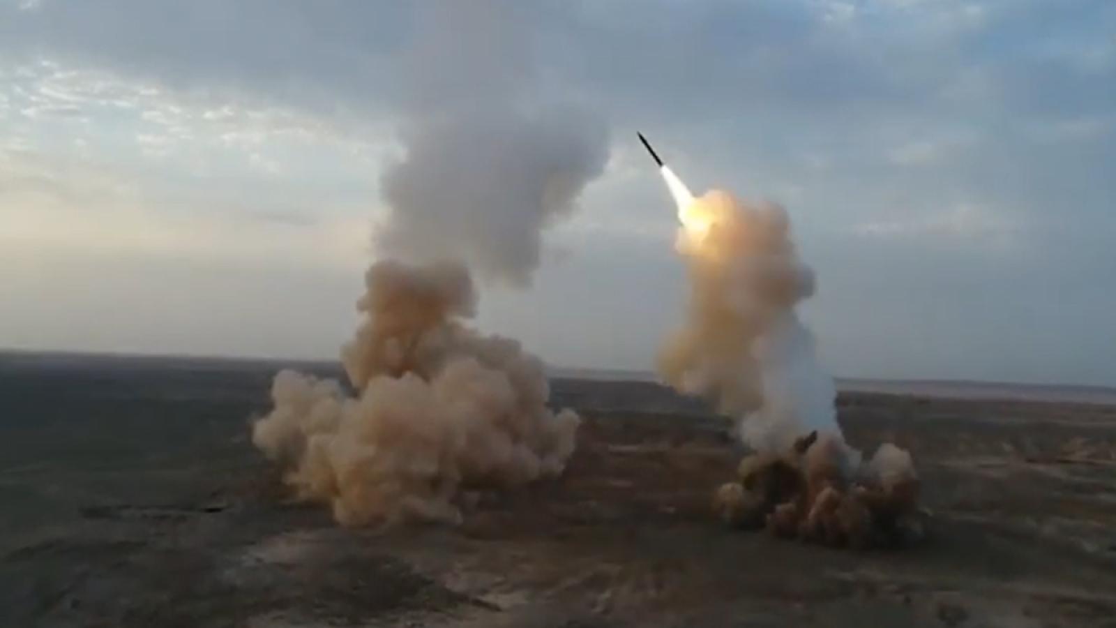 """Iran phóng thử tên lửa đạn đạo """"chôn dưới lòng đất"""""""