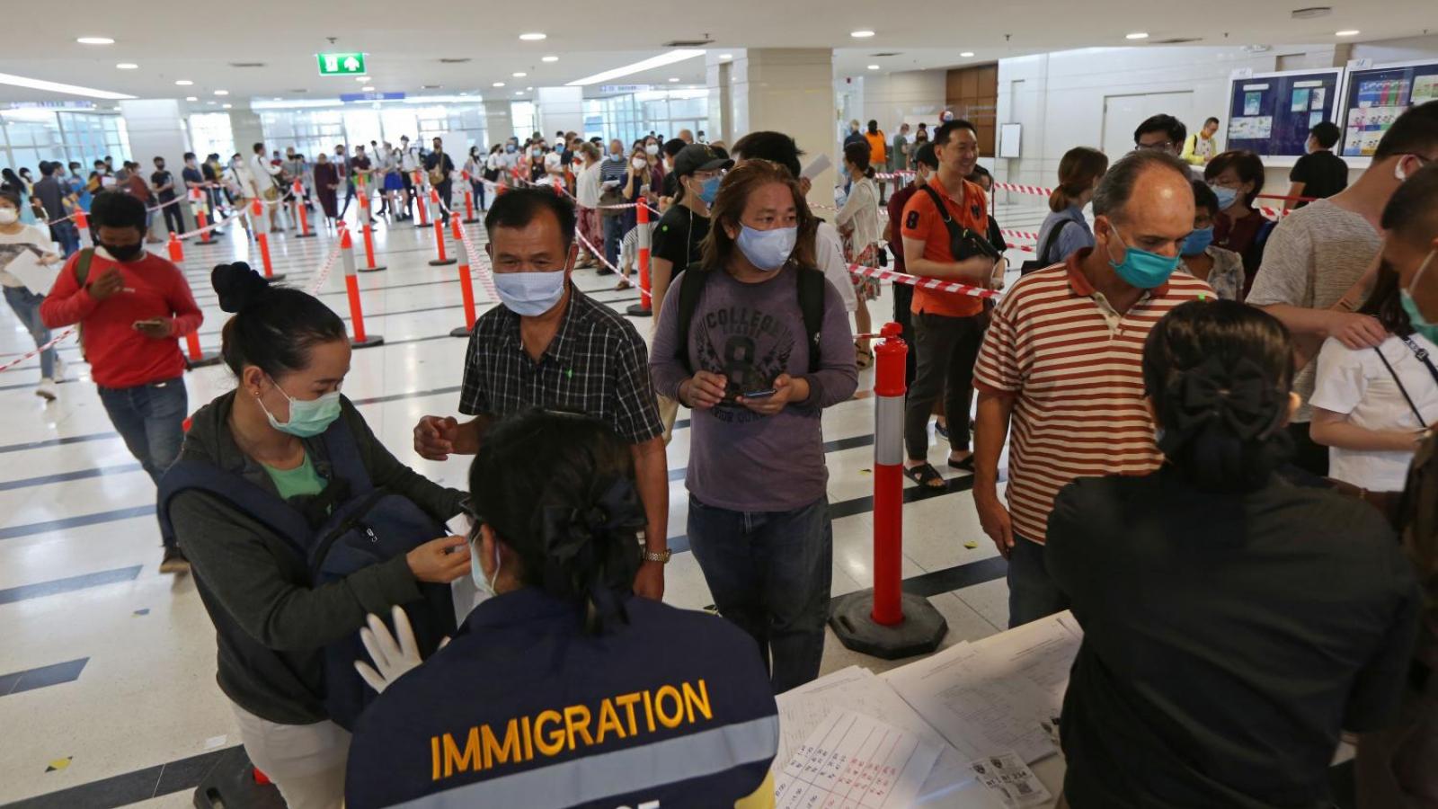 Người nước ngoài có thể phải rời Thái Lan từ 1/8 nếu hết hạn lưu trú