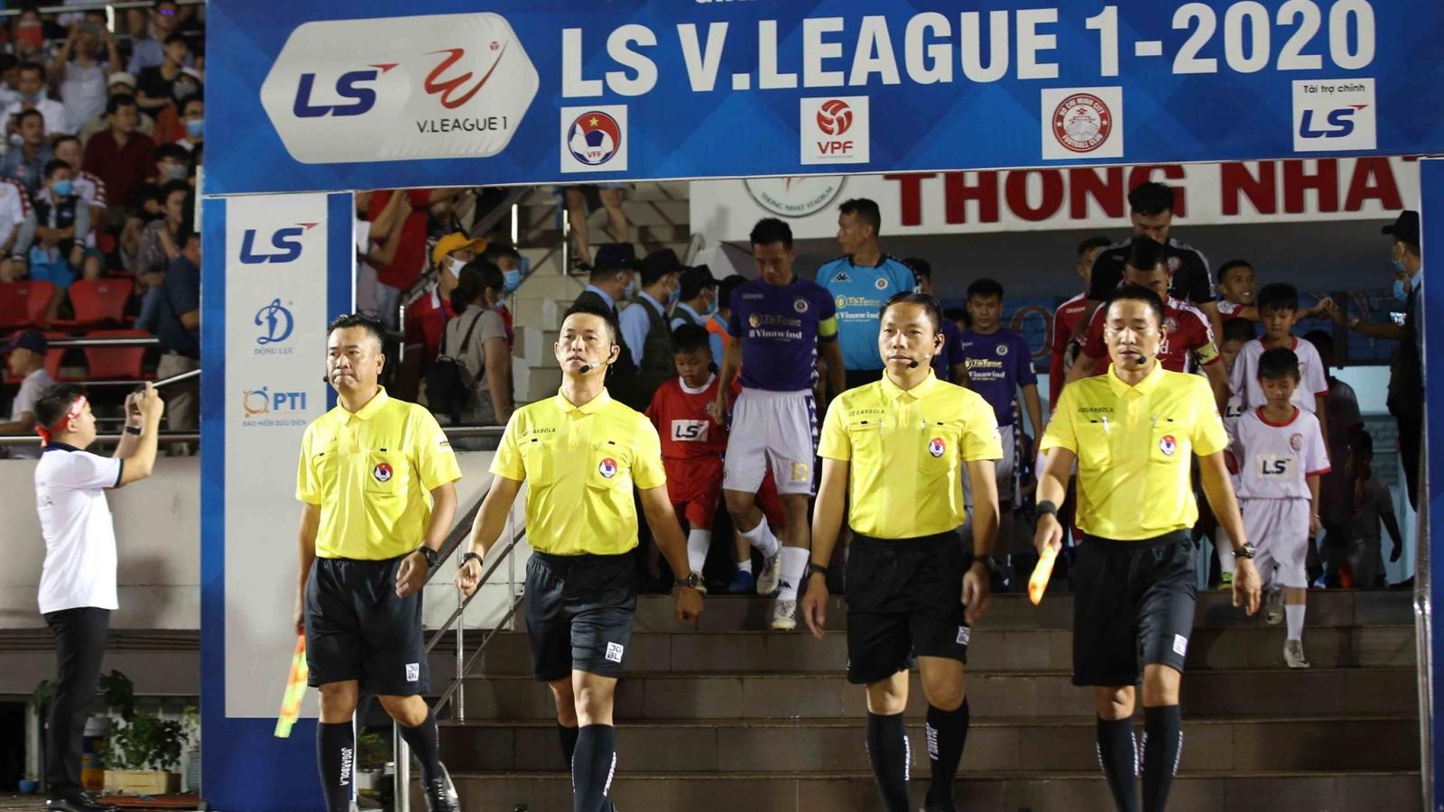 Kỷ luật tổ trọng tài trận TPHCM 0-3 Hà Nội FC