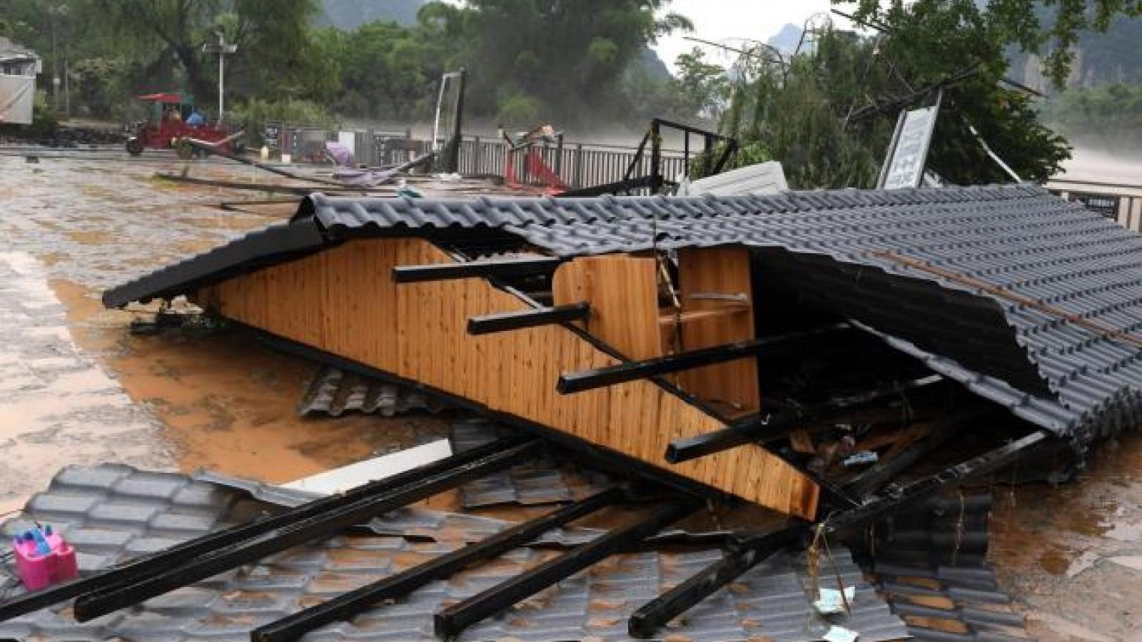 Lũ lụt hoành hành khủng khiếp, Trung Quốc tiếp tục nâng cảnh báo khẩn cấp