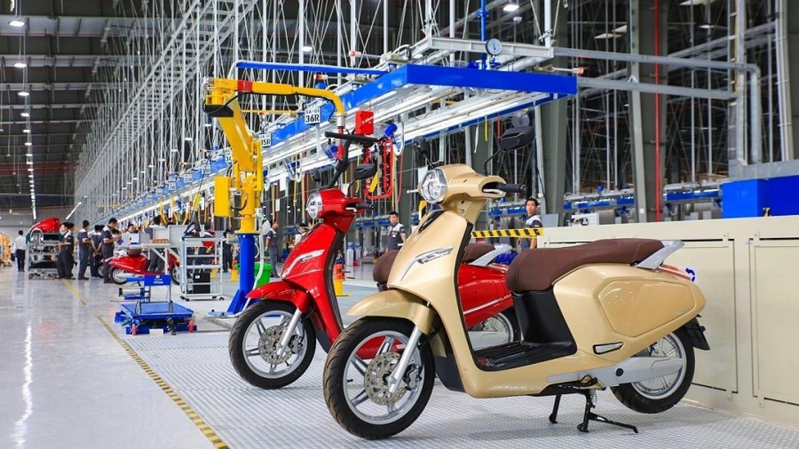 """Xe máy điện VinFast bị """"tra tấn"""" thế nào trước khi đến tay khách hàng?"""