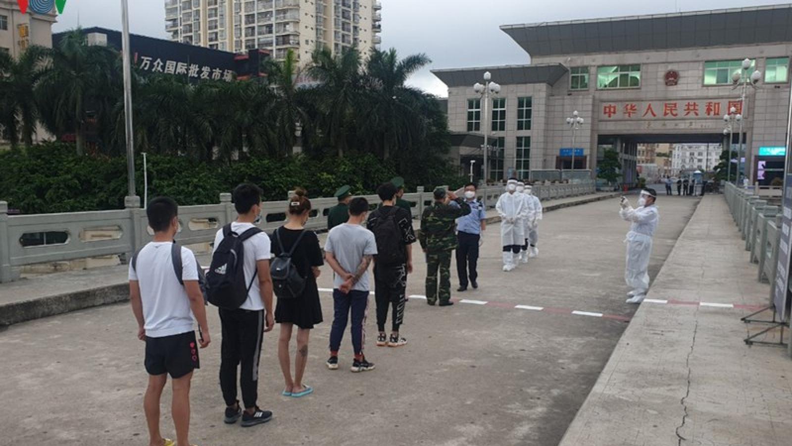 Trao trả 5 người Trung Quốc nhập cảnh trái phép ở Quảng Ninh