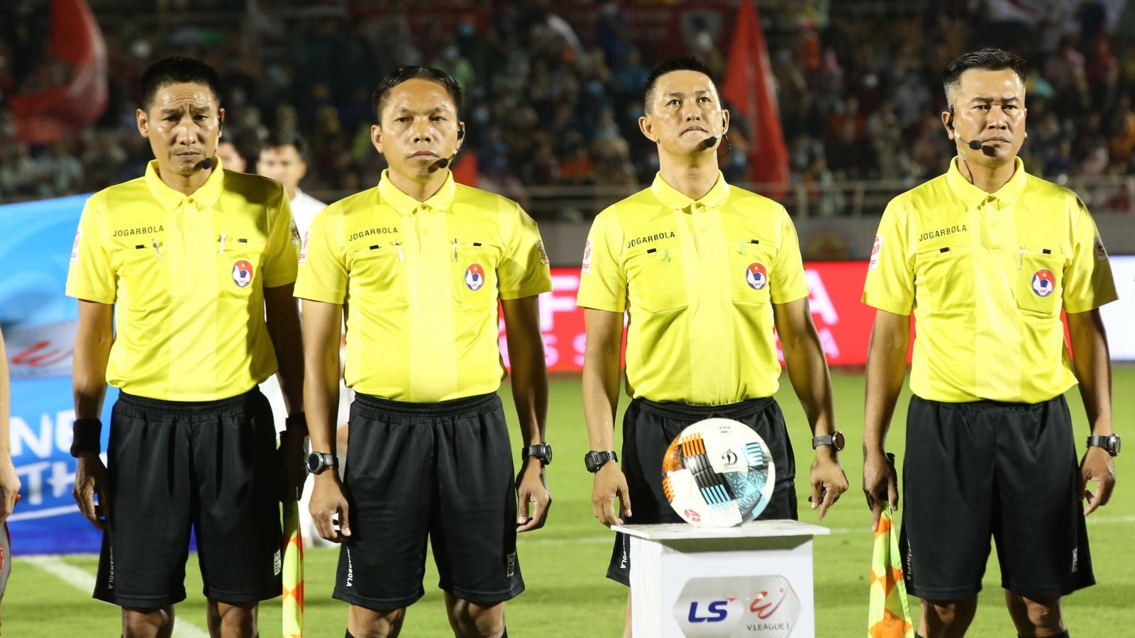 CLB TP.HCM kiến nghị VFF thay trưởng ban trọng tài Dương Văn Hiền