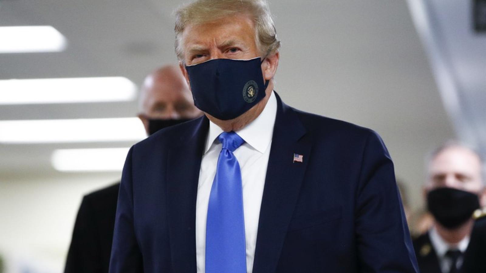 Tổng thống Mỹ Trump khuyến khích người dân đeo khẩu trang