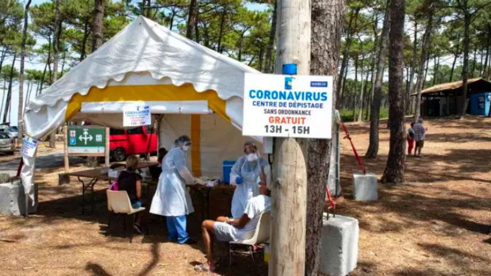 Pháp phát hiện hơn 1.000 ca nhiễm mới SARS-CoV-2 trong 1 ngày