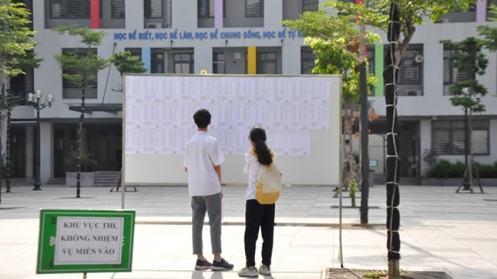 Trường THPT Chuyên Ngoại ngữ công bố điểm chuẩn tuyển sinh