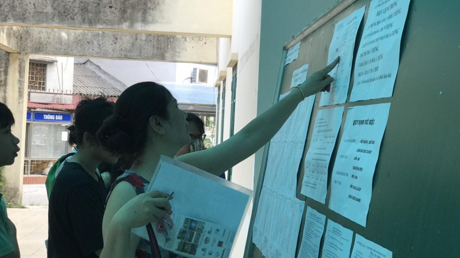 Sau thi chuyên, phụ huynh Hà Nội lại tất bật lo con thi vào lớp 10
