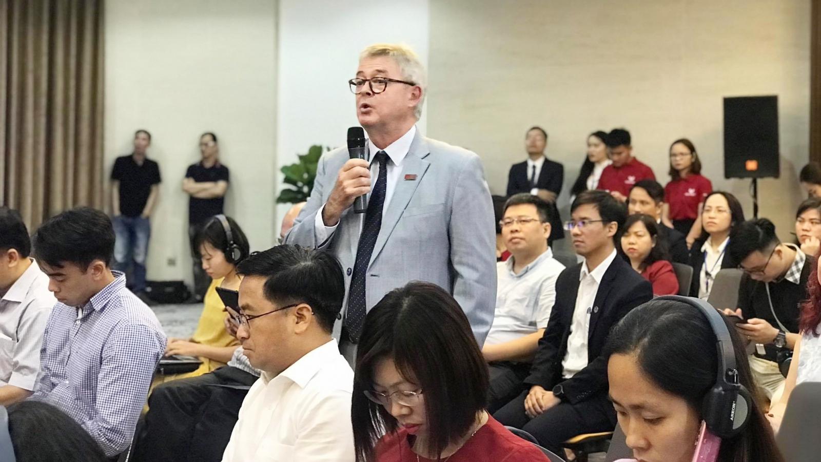 """Bộ trưởng Phùng Xuân Nhạ: Không phải cứ gắn vào từ """"quốc tế"""" là thu tiền"""