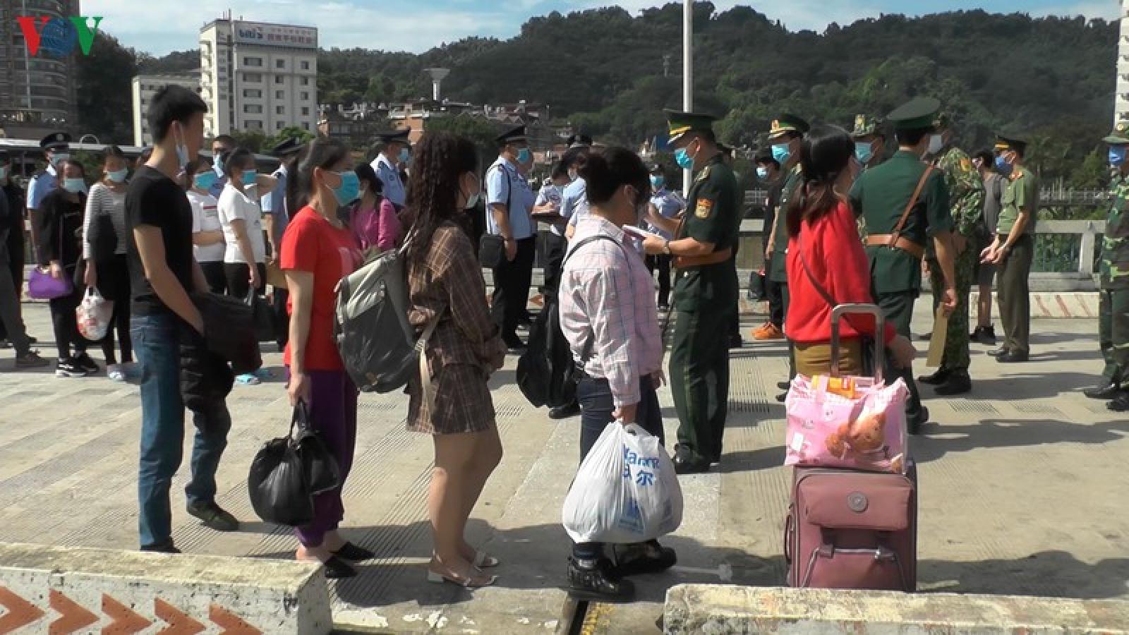 Lào Cai trao trả 4 người Trung Quốc nhập cảnh trái phép vào Việt Nam
