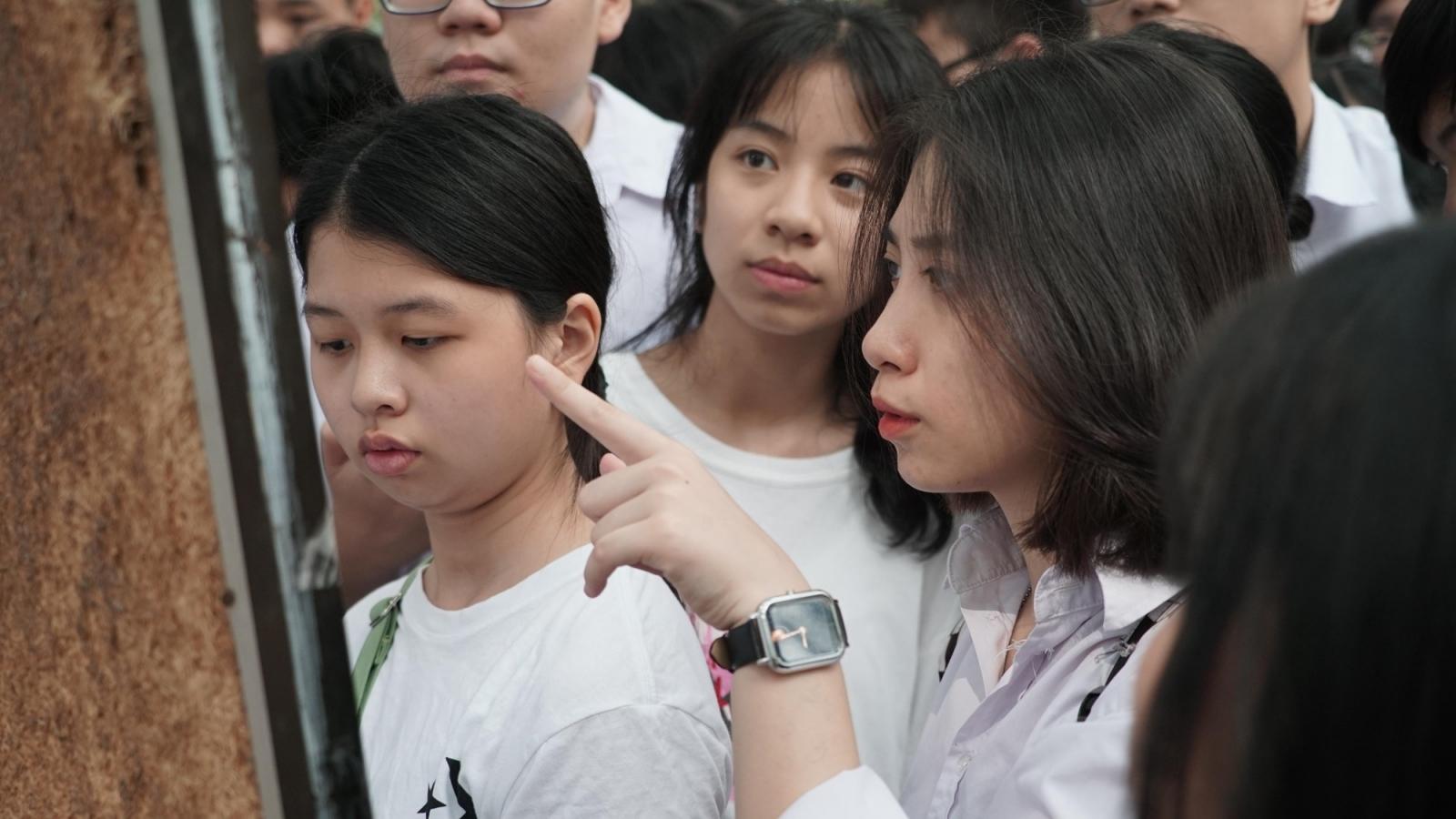 Học sinh Hà Nội thi Ngữ văn mở đầu kỳ thi vào lớp 10 THPT
