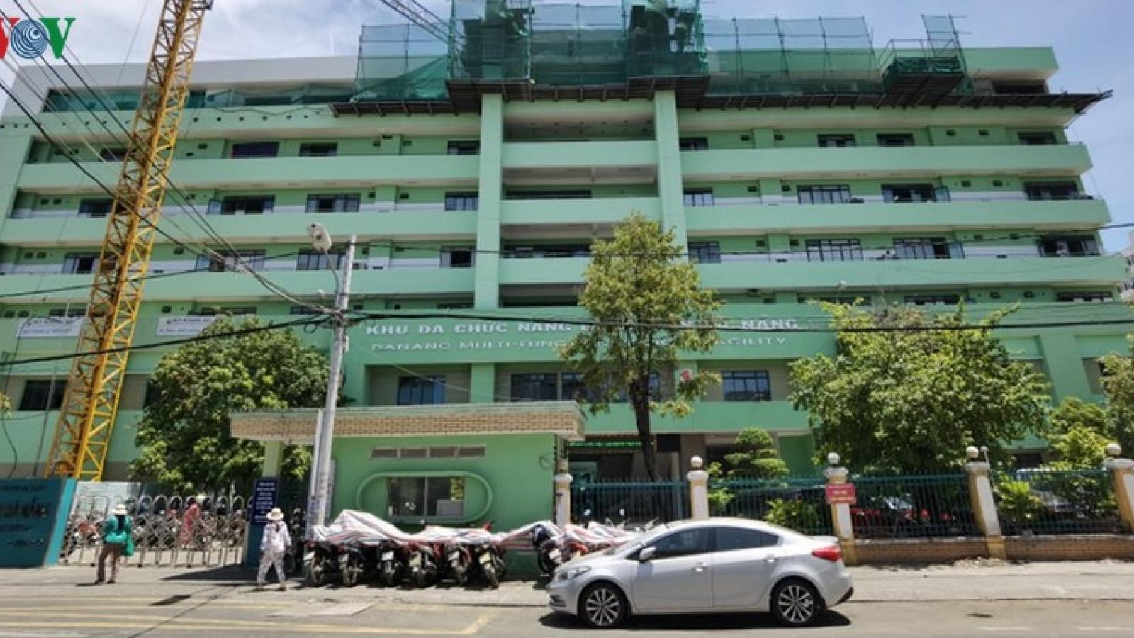 Ca nghi mắc Covid-19 được chuyển sang Bệnh viện Đà Nẵng theo dõi