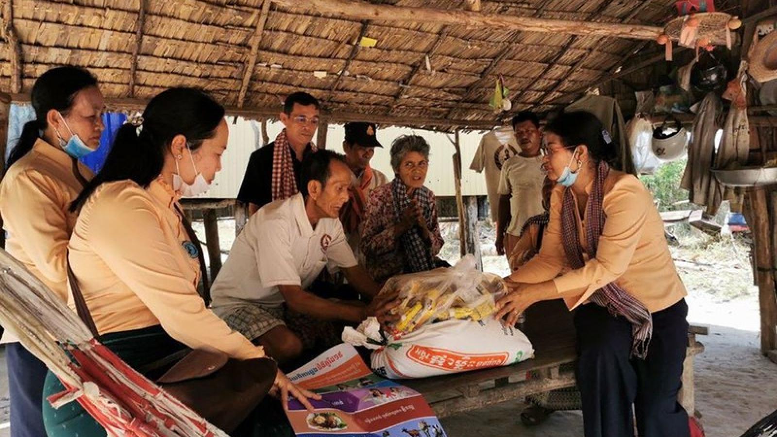 Campuchia trợ cấp cho các hộ nghèo bị ảnh hưởng bởi dịch Covid-19
