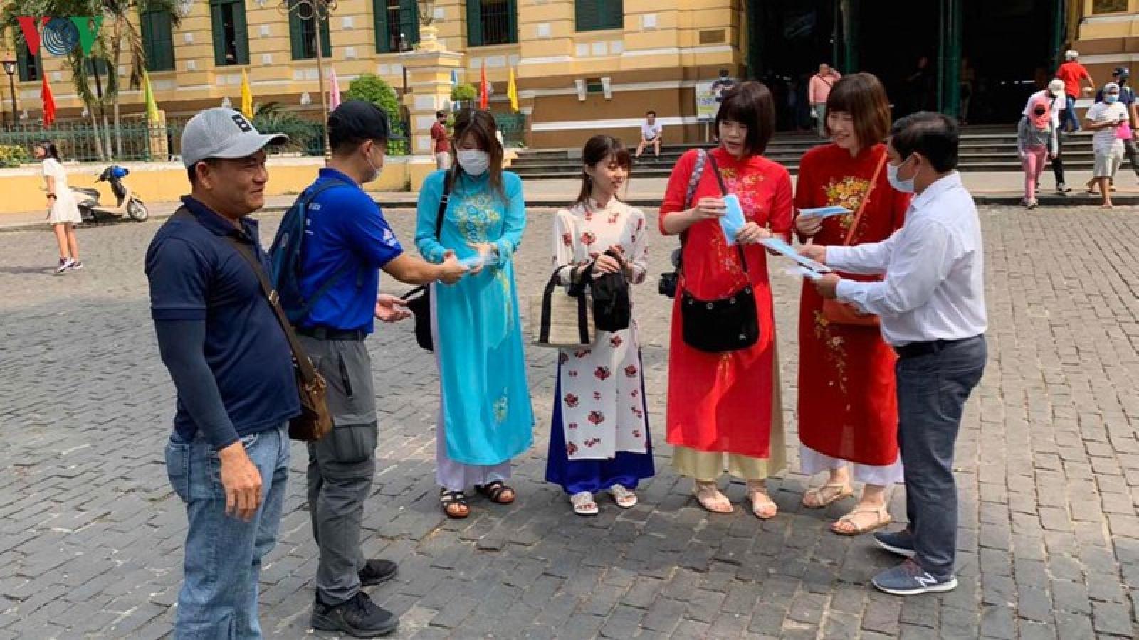 Doanh nghiệp du lịch tại TPHCM đồng loạt hoãn, huỷ tour đi Đà Nẵng