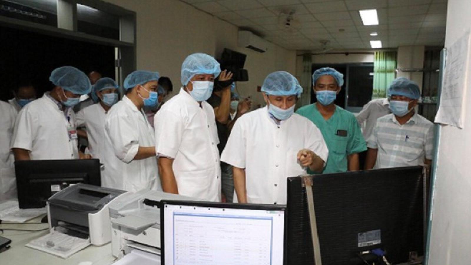 Kiểm tra công tác điều trị bệnh nhân mắc Covid-19 tại Bệnh viện Huế