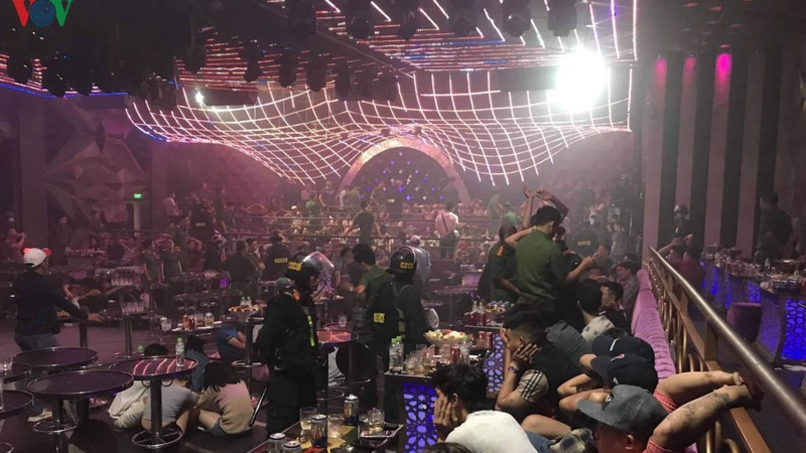 """Vụ gần 100 đối tượng """"phê"""" ma túy trong quán bar: Tạm giam 4 đối tượng"""