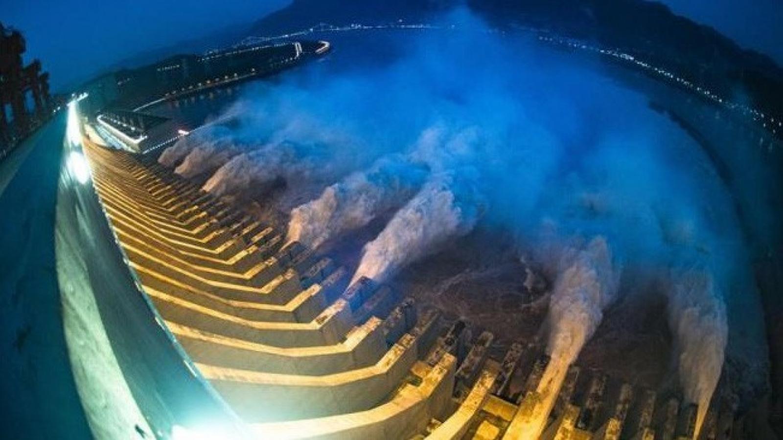 Trung Quốc mở 13 cửa xả trên sông Hoài để giảm áp lực mưa lũ