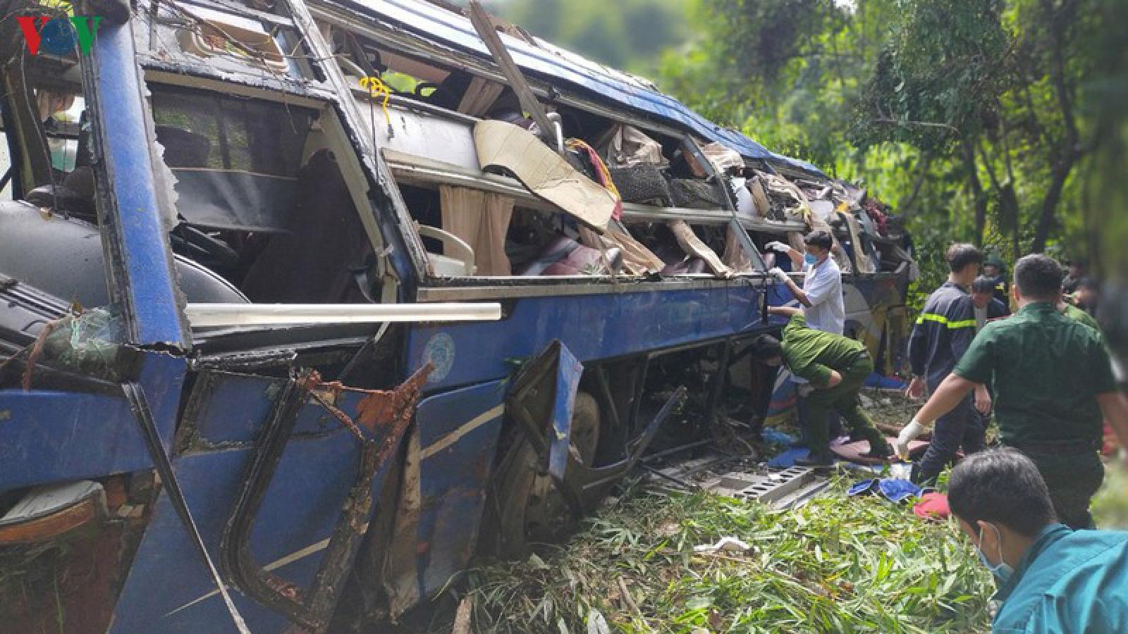 Khởi tố lái xe khách gây tai nạn làm 6 người tử vong ở Kon Tum