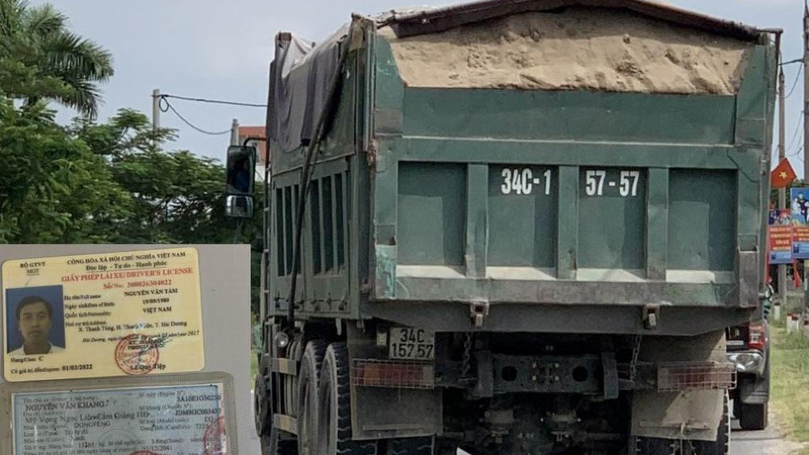 Bị dừng xe kiểm tra, tài xế rút tuýp sắt hành hung thanh tra giao thông