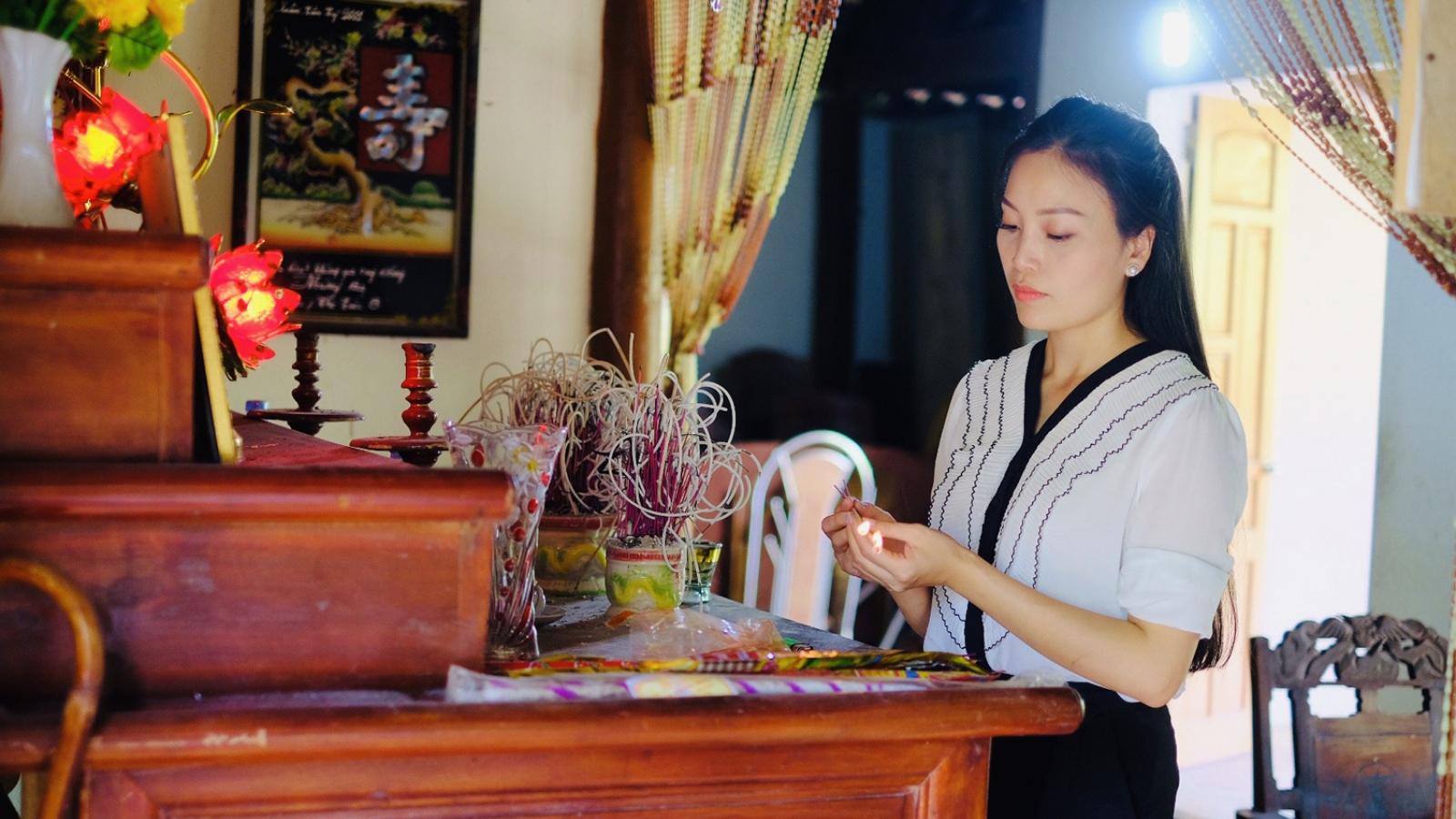 Sao Mai Huyền Trang về nghĩa trang Đồng Lộc sau khi ra MV