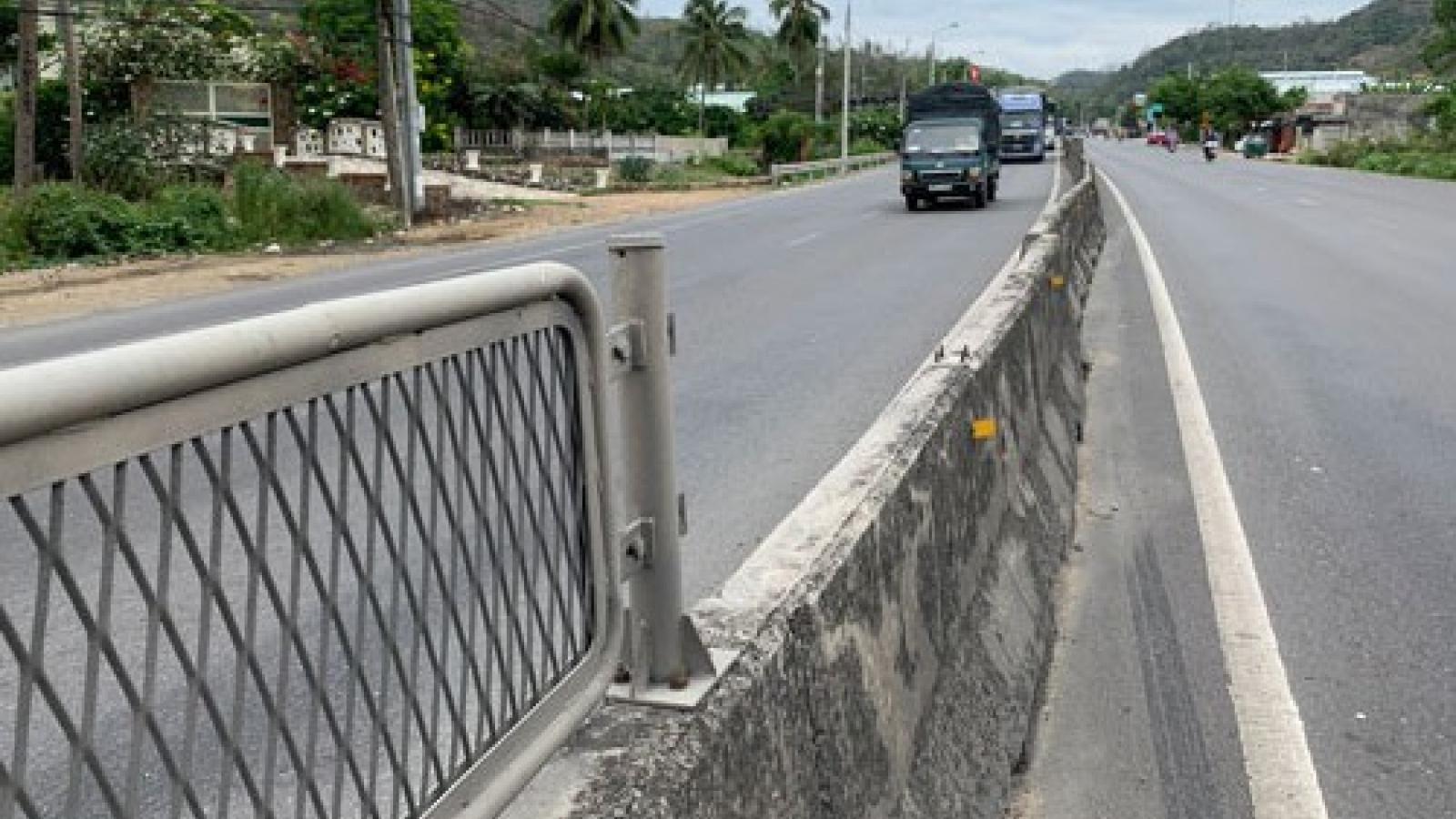 """Hơn 1.500 tấm chống loá trên QL1A đoạn qua Bình Thuận bị… """"bốc hơi"""""""