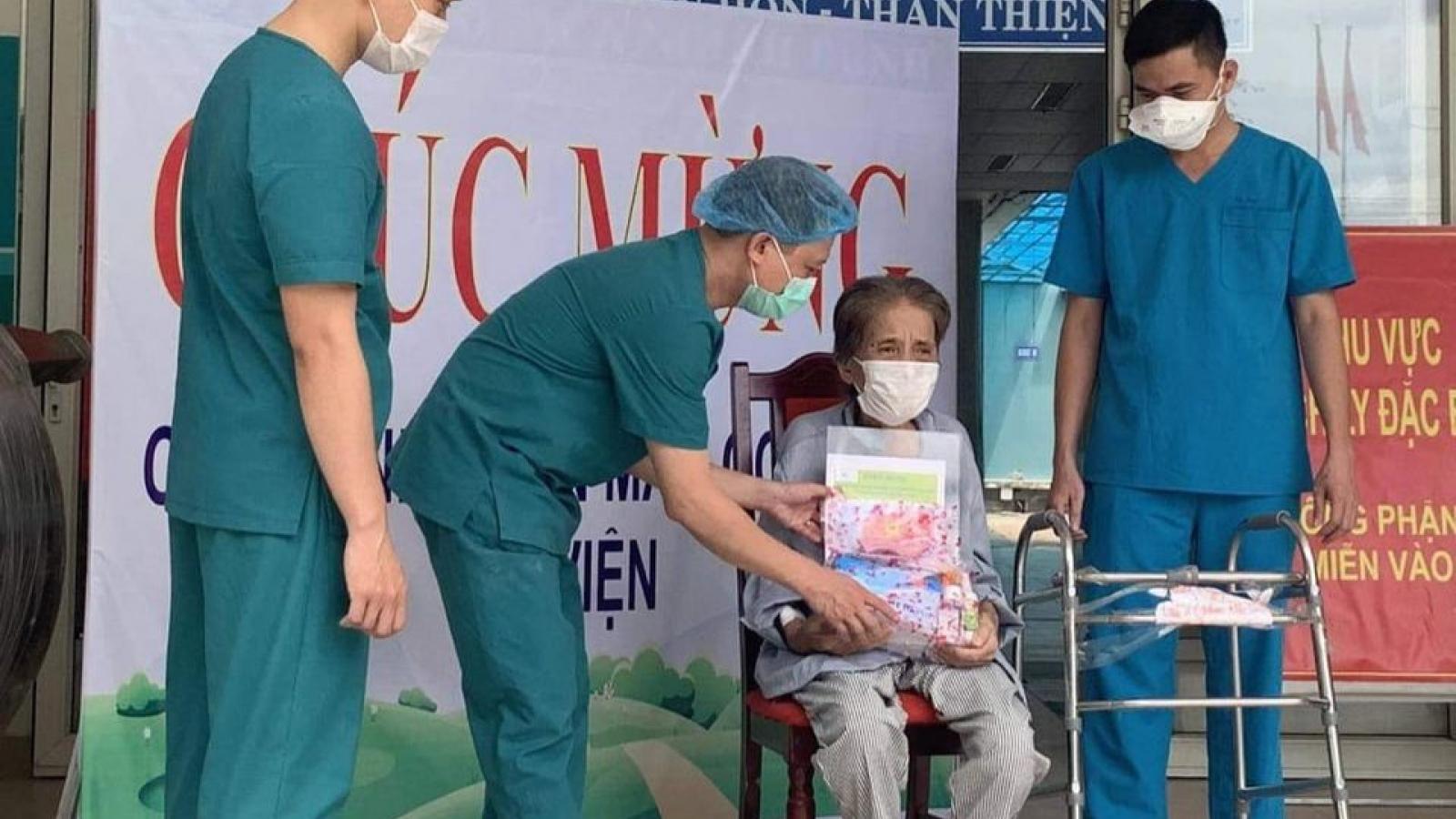 Bệnh nhân ung thư vú, 75 tuổi, được điều trị khỏi Covid-19