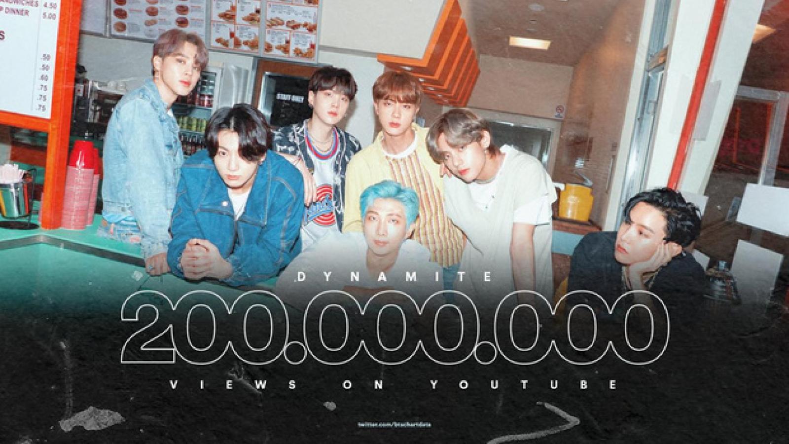 """BTS """"Dynamite"""" cán mốc 200 triệu views, xô đổ kỷ lục của BLACKPINK"""