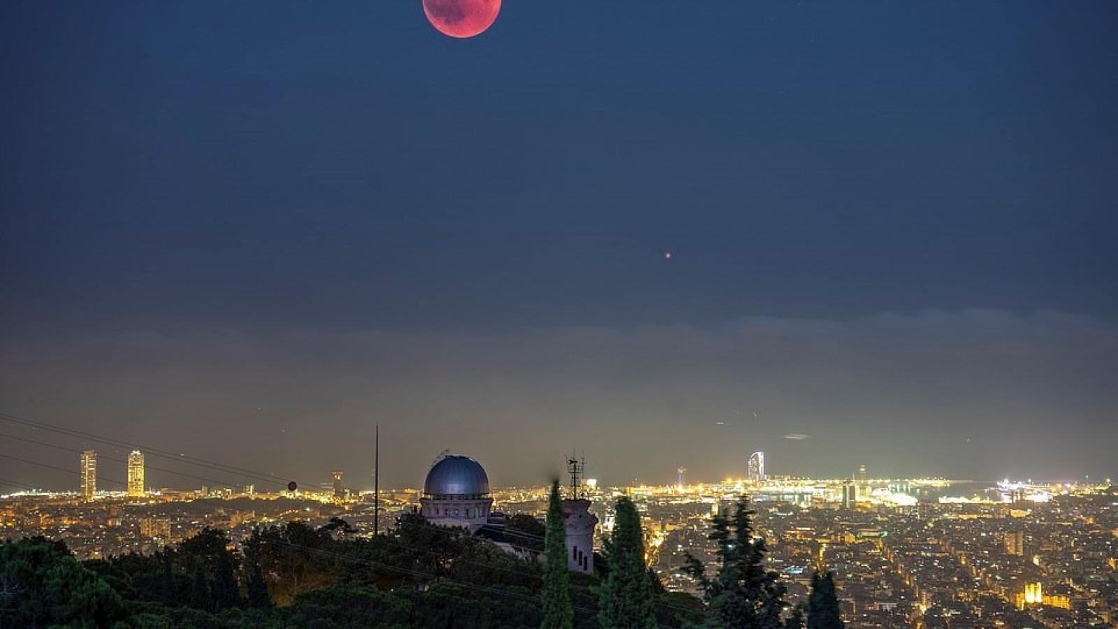 Chiêm ngưỡng vẻ đẹp mê hồn bầu trời đêm đầy sao ở Thụy Sĩ