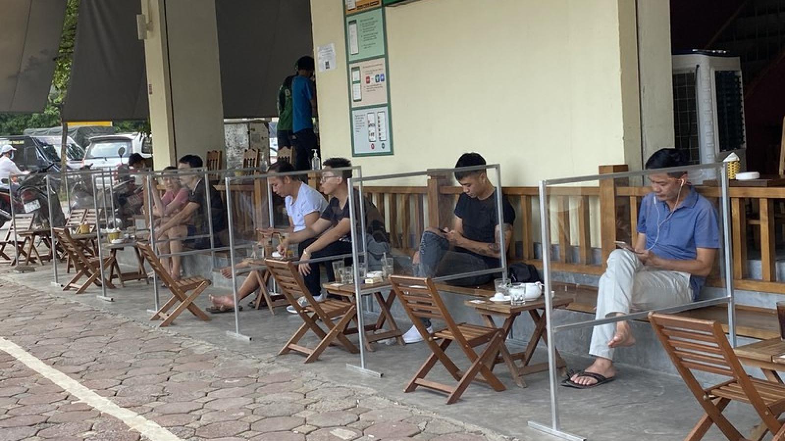 Hanoi restaurants set up 'shields' to prevent COVID-19