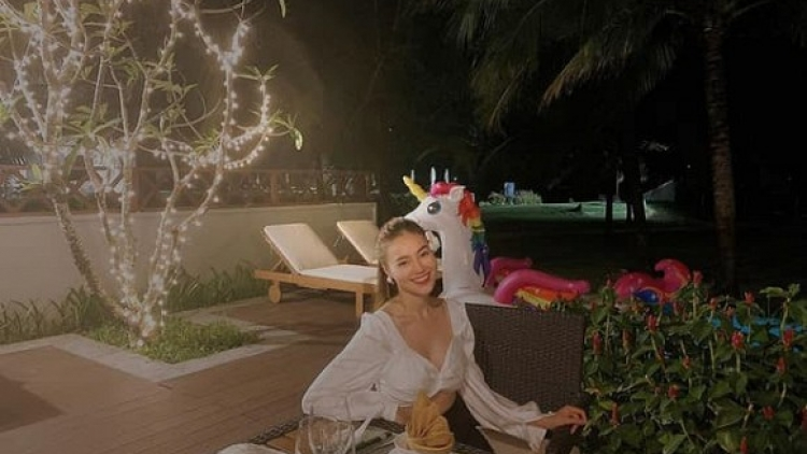 Chuyện showbiz: Lan Ngọc ghen tỵ với tình yêu ngọt ngào của Hương Giang