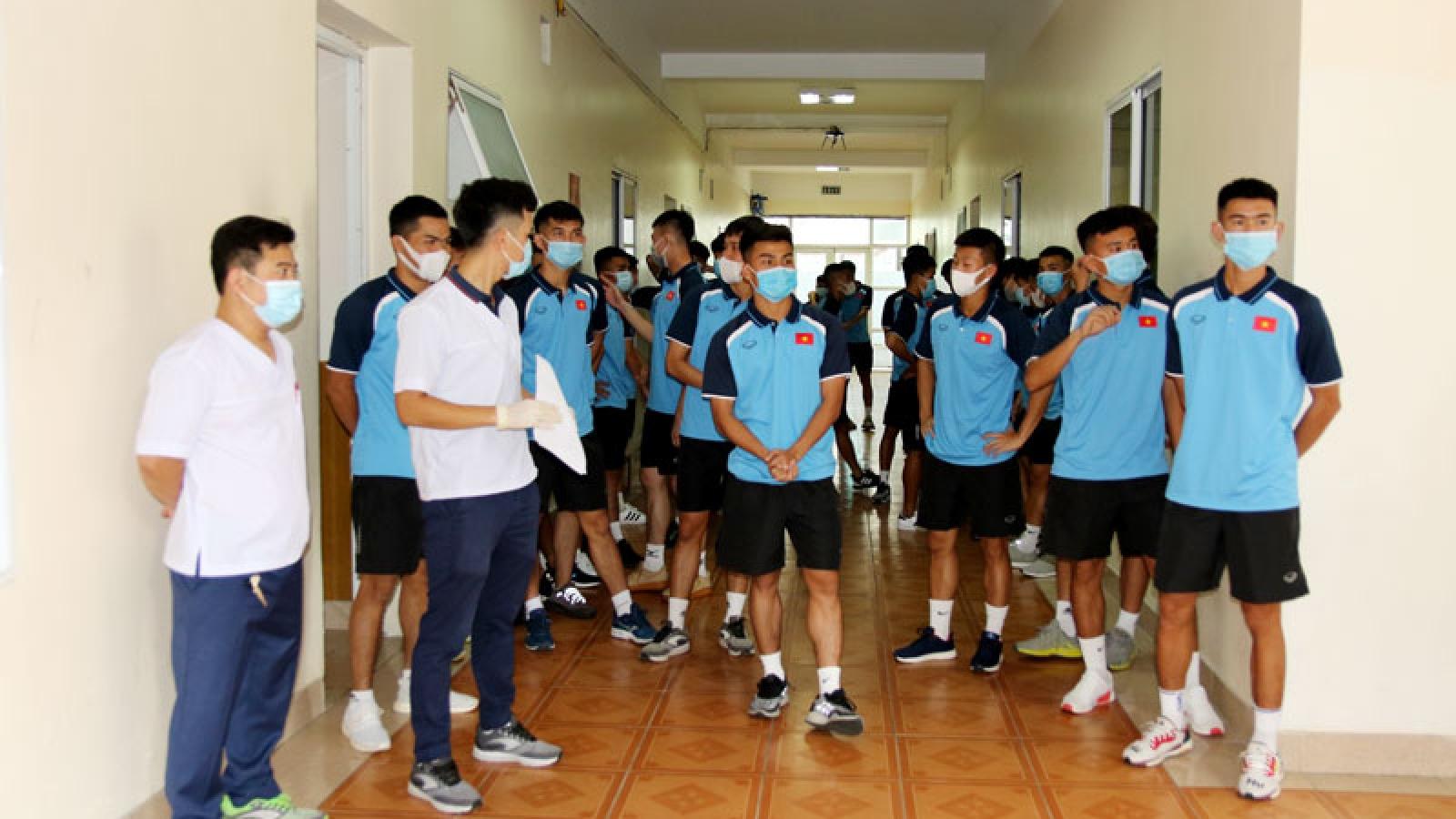 HLV Park Hang Seo cùng U22 Việt Nam nghiêm túc xét nghiệm Covid-19
