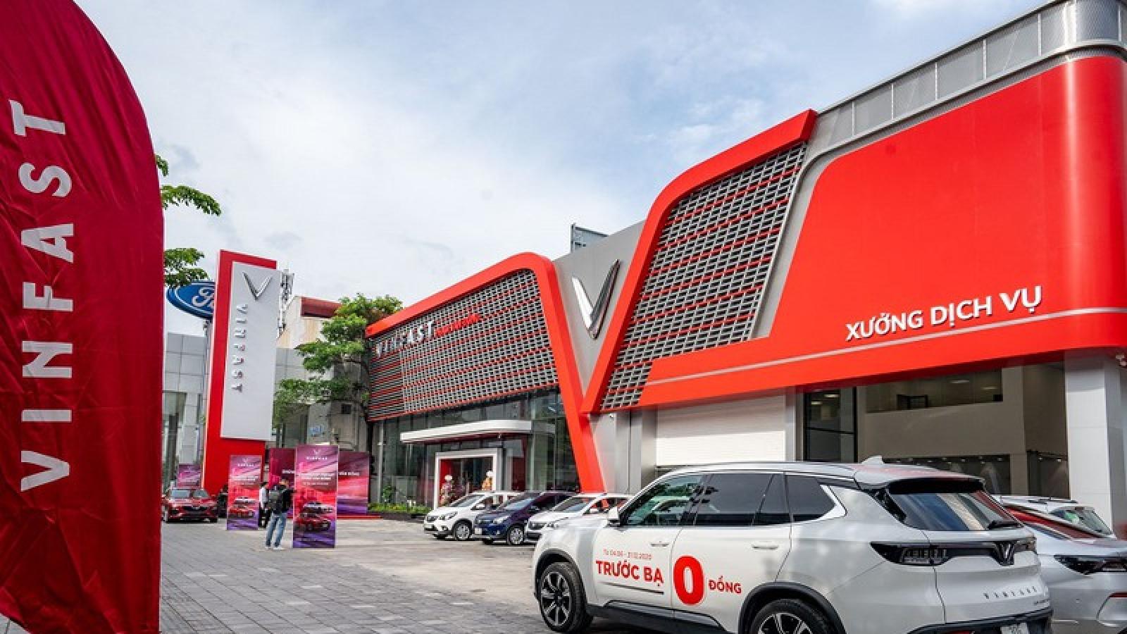 Khám phá showroom VinFast mới rộng 2.000m2 tại Hà Nội