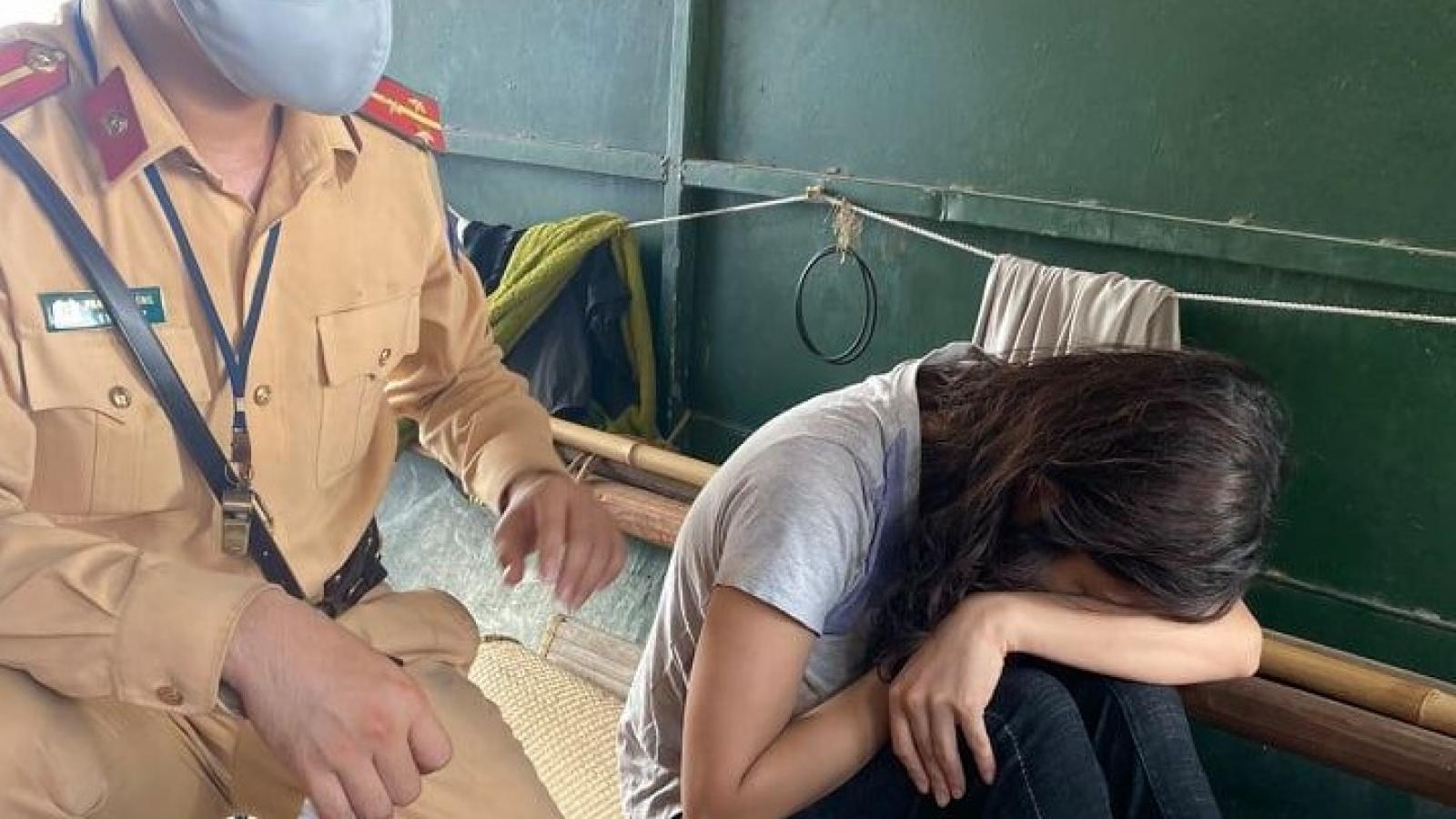 Tri hô thuyền chài kịp thời cứu vớt cô gái trẻ nhảy sông Hồng tự tử